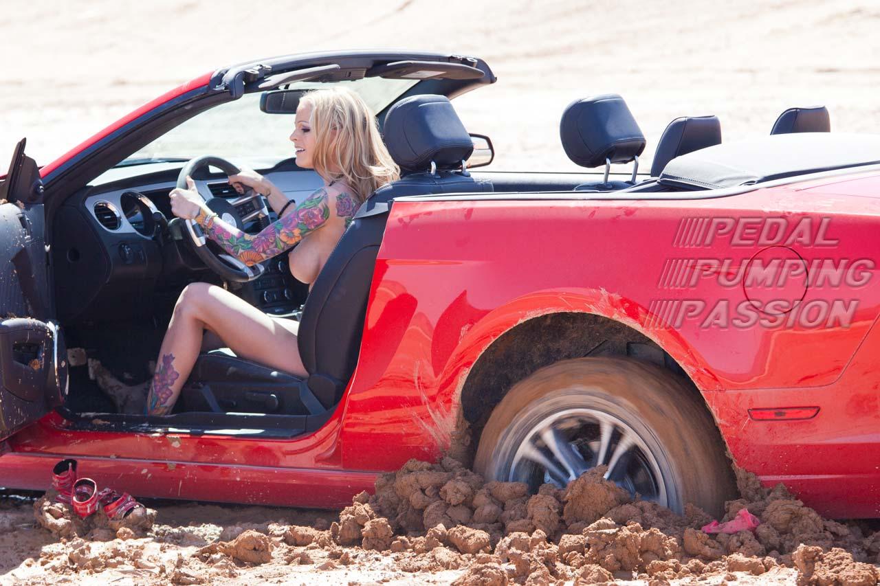 girl naked in car