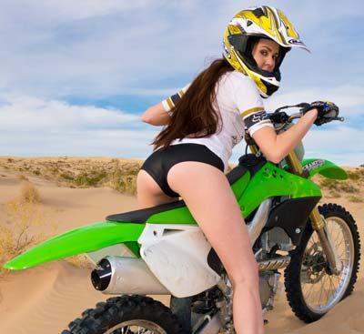 pp0002_girl_orgasm_motorcycle_gallery